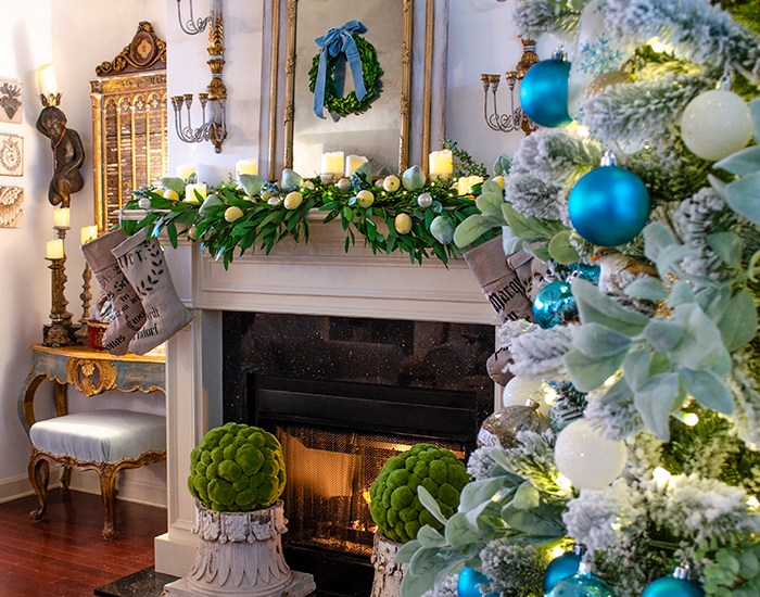 Christmas Living Room 2020 | Edith & Evelyn | www.edithandevelynvintage.com