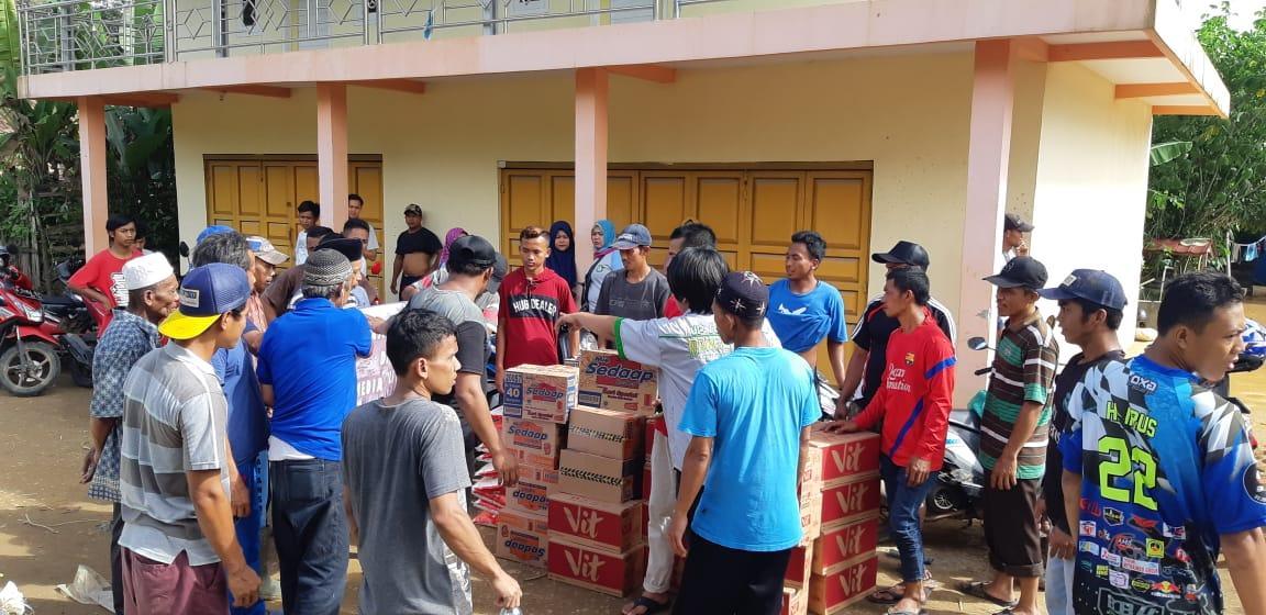 Laskar Media Peduli Tembus Desa Terisolir Salurkan Bantuan