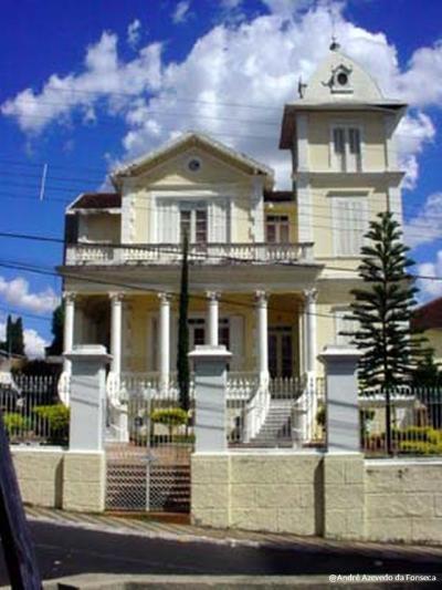 Palacete São Luís(Palácio do Bispo), na rua São Sebastião, é um dos 11 bens imóveis, dentro da cidade, tombados pelo município