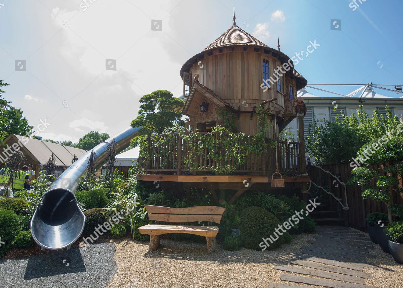 Blue Forest Luxury Tree Houses Presents Biggest Foto Editorial En Stock Imagen En Stock Shutterstock