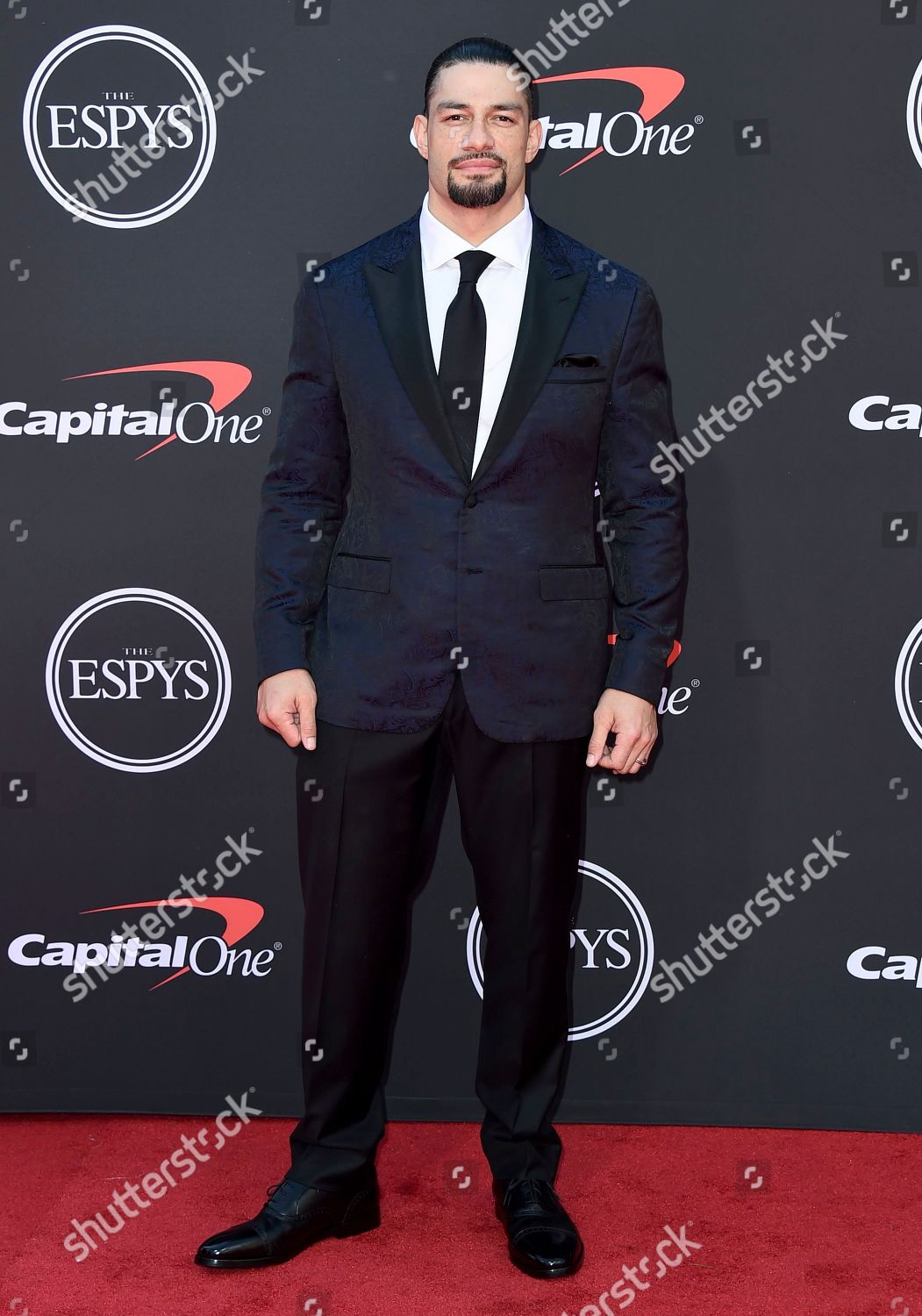roman reigns arrives espy