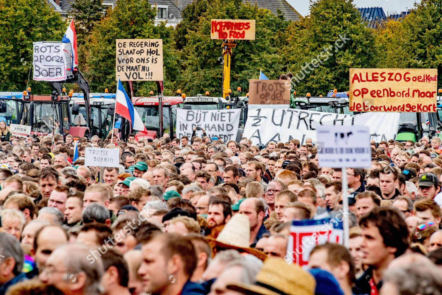 https www shutterstock com editorial image editorial farmers protest in the hague netherlands 01 oct 2019 10432741ar