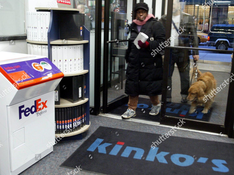 customers walk into kinkos