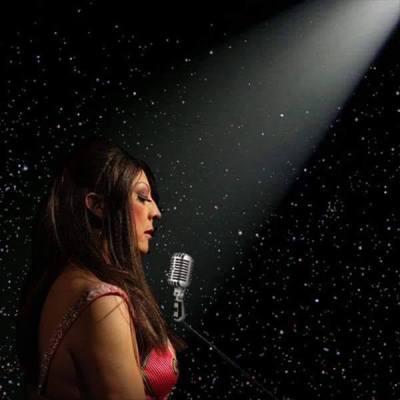 RenataPeron homenageia grandes cantoras da nossa MPB