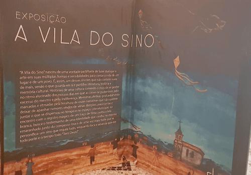 Mostra mescla poesia e pintura para retratar a típica vila do interior mineiro