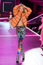 2018 Victoria's Secret Fashion Show 66