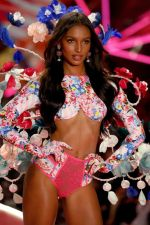 2018 Victoria's Secret Fashion Show 82