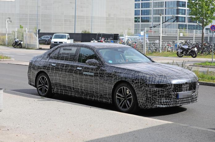 Next-Generation BMW i7 Spotted for the First time