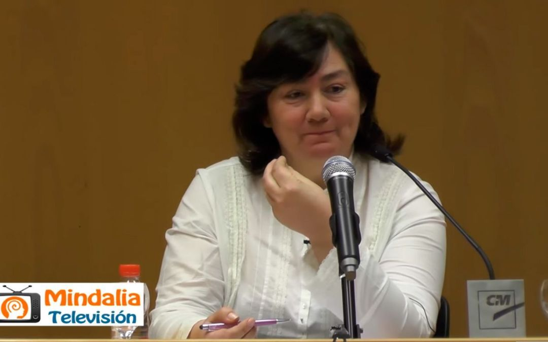 "Interesante charla de Carmen Martínez Maricó, autora de ""Acompáñame"" en Las Claras"