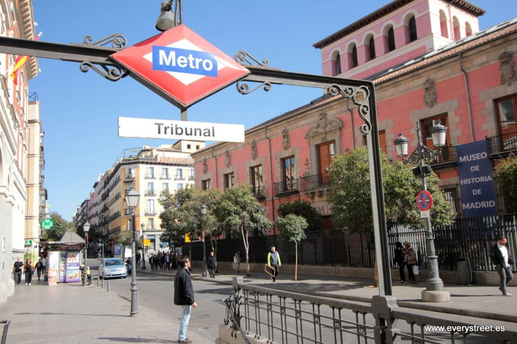 Tribunal Metro station for writing groups in Madrid