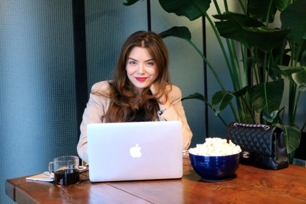 How To Eat Healthy When You Work A Lot - #SmartStash - Smartpop - Gracie Carroll