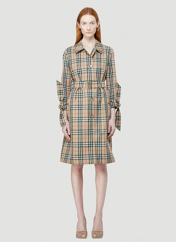woman wearing Burberry Claygate trench coat