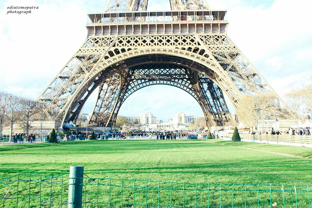 Tentang Paris Dan Yang Tak Pernah Orang Ceritakan Padaku