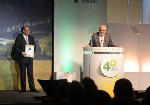 Ao lado de Geraldo Alcmin, José Carlos Maranhão fala ao receber prêmio em São Paulo