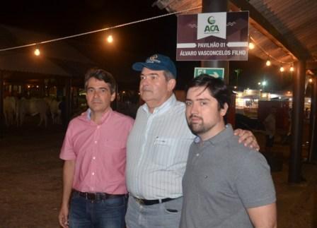 Domício, Álvaro e Arthur durante homenagem prestada pela ACA a Álvaro Filho.