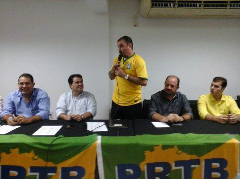 Foto posta no Face de Adeilson Bezerra, presidente do PRTB,  confirmando lançamento de Almeida para federal