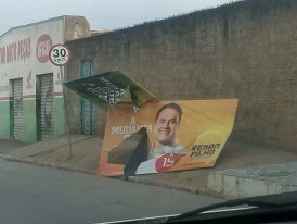 Placas de Renan Filho destruídas na região da zona da mata - fotos enviadas pela assessoria