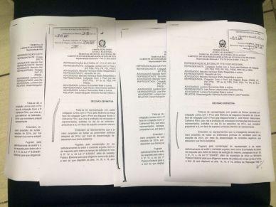 Foto dos processos de direito de resposta envidada por Marcelo Brabo