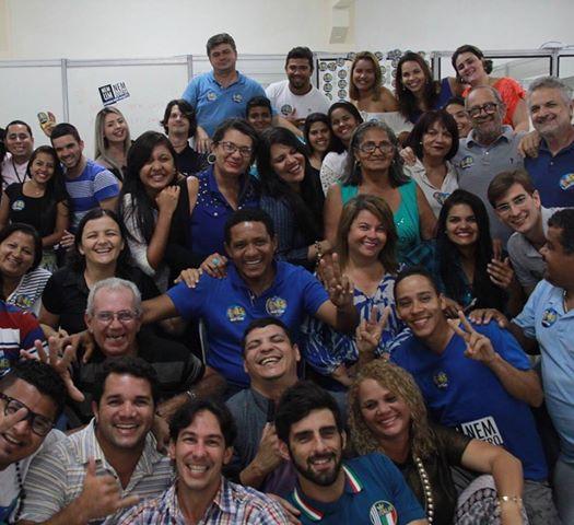 Candidato posta foto com equipe de campanha para agradecer apoio