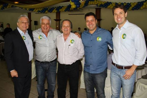 """""""Separados"""" no primeiro turno, Téo Vilela, Thomaz Nonô, Geminiano Jurema, Marcos Fireman e Pedro Vilela se unem para apoiar Aécio Neves."""