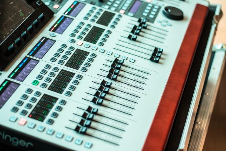console de mixage Behringer
