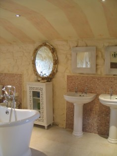 Double sinks and Bateau bath