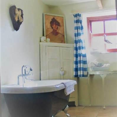 roll top bath en suite