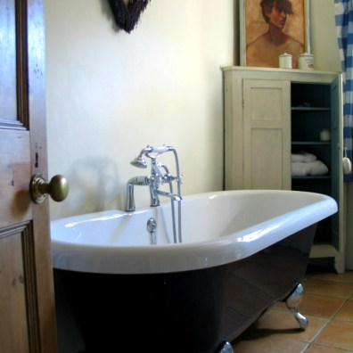 Vintage style roll topped baths at Ednovean Farm