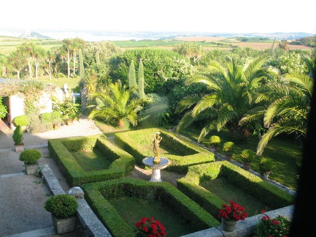 Ednovean' Farm has a sheltered courtyard