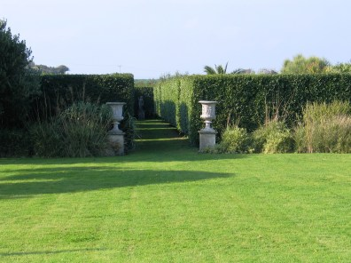 The italian Garden waitis as always tempting guests to explore its depths