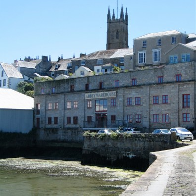 The Abbey slip leading to chapel street passedthe handsome building that line the dry dock