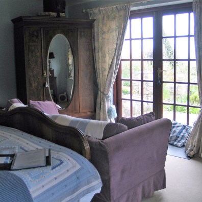 a relaxing double en sutie bedroom at Ednovean Farm B&B