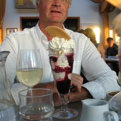 WE finshed the meal with a knickerbockerglory just as the sun started to set