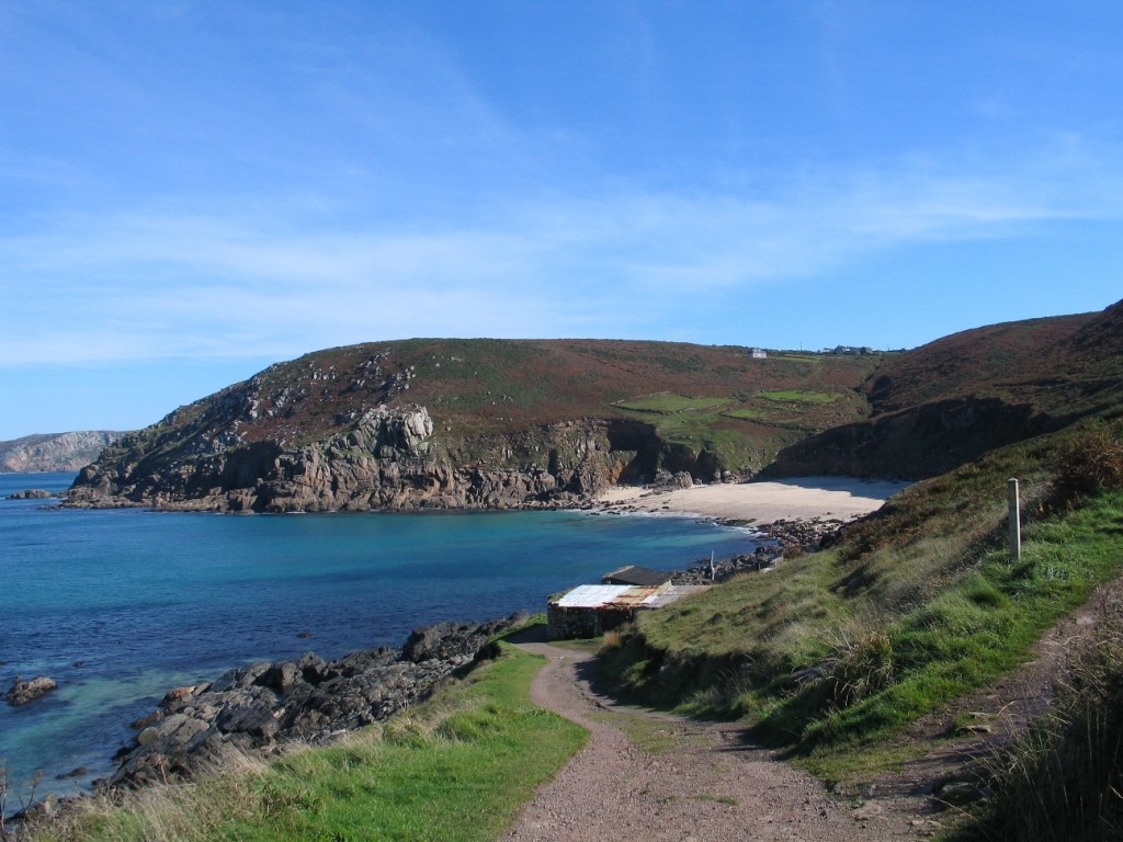 Walk to isolated hidden beaches in Corwnall