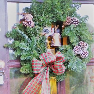 Welcoming door wreath with sleighbell