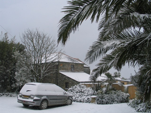 thick snow in conrwall brought by the beast from the east