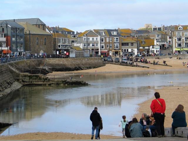 Returning tide - St Ives harbour