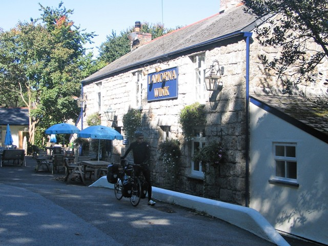 Traditional Cornish pub - Lamorna Wink