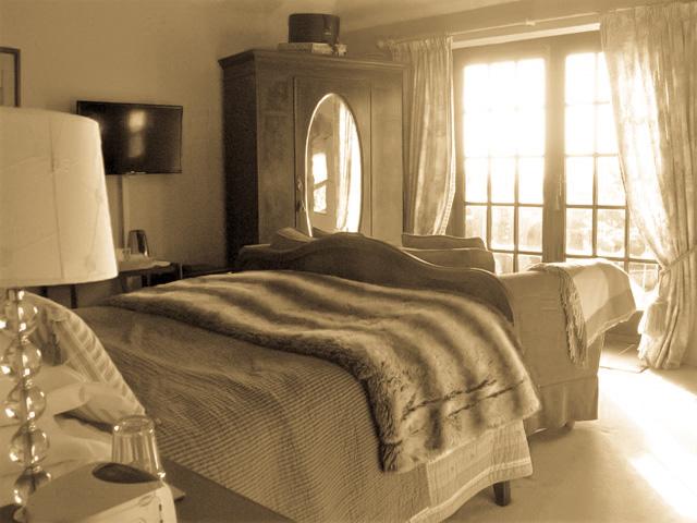Nostalgic bedroom at Ednovean Farm