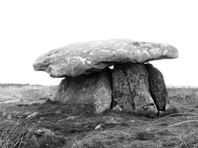 Huge stone supports holding up capstone - Chun Quoit