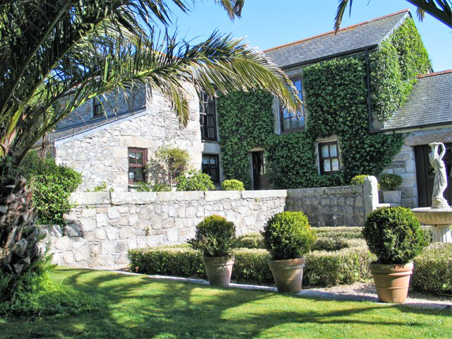 Reservations Historic farmhouse in tranquil setting perfect for summer holidays in Cornwall