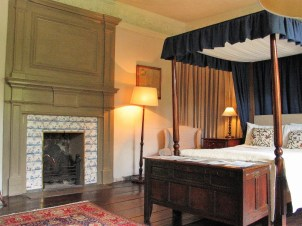Chimney peice in country house style bedroom