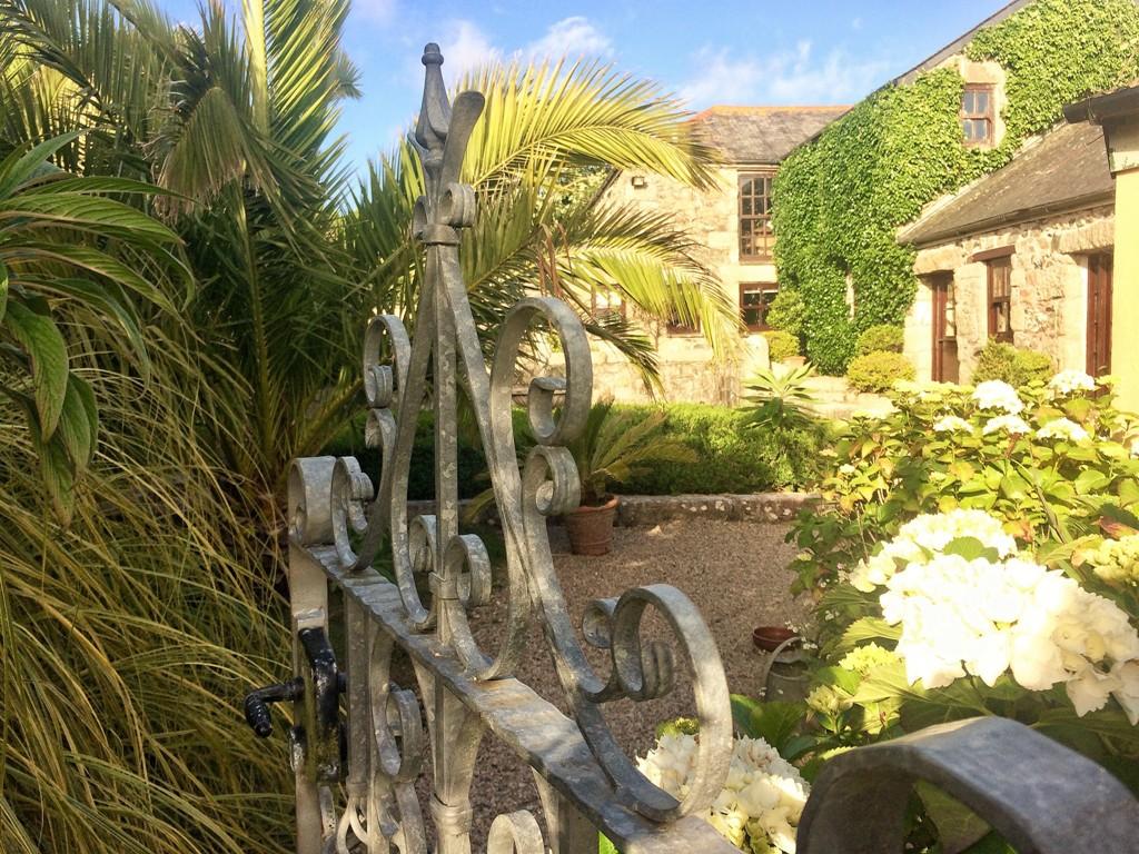 romantic nostalgic garden courtyard - Ednovean Farm