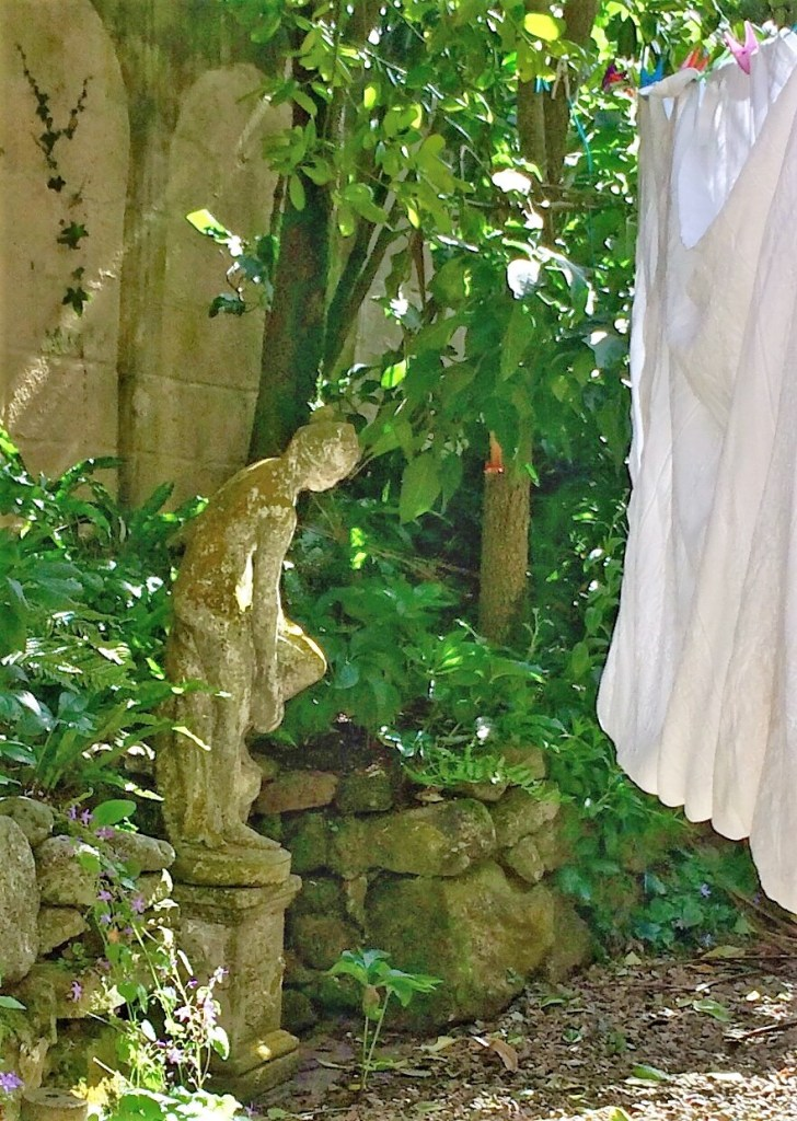 From drying yard to courtyard Statue in niche