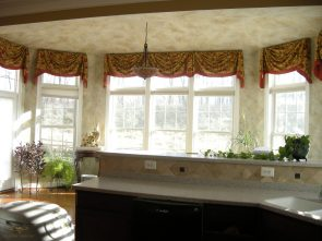 Straight valance with cascades 03