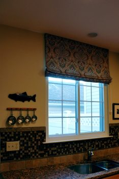 Lined flat roman shade for kitchen