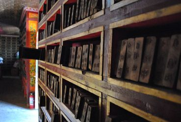 Woodblocks_for_printing,_Sera_monastery_in_Tibet
