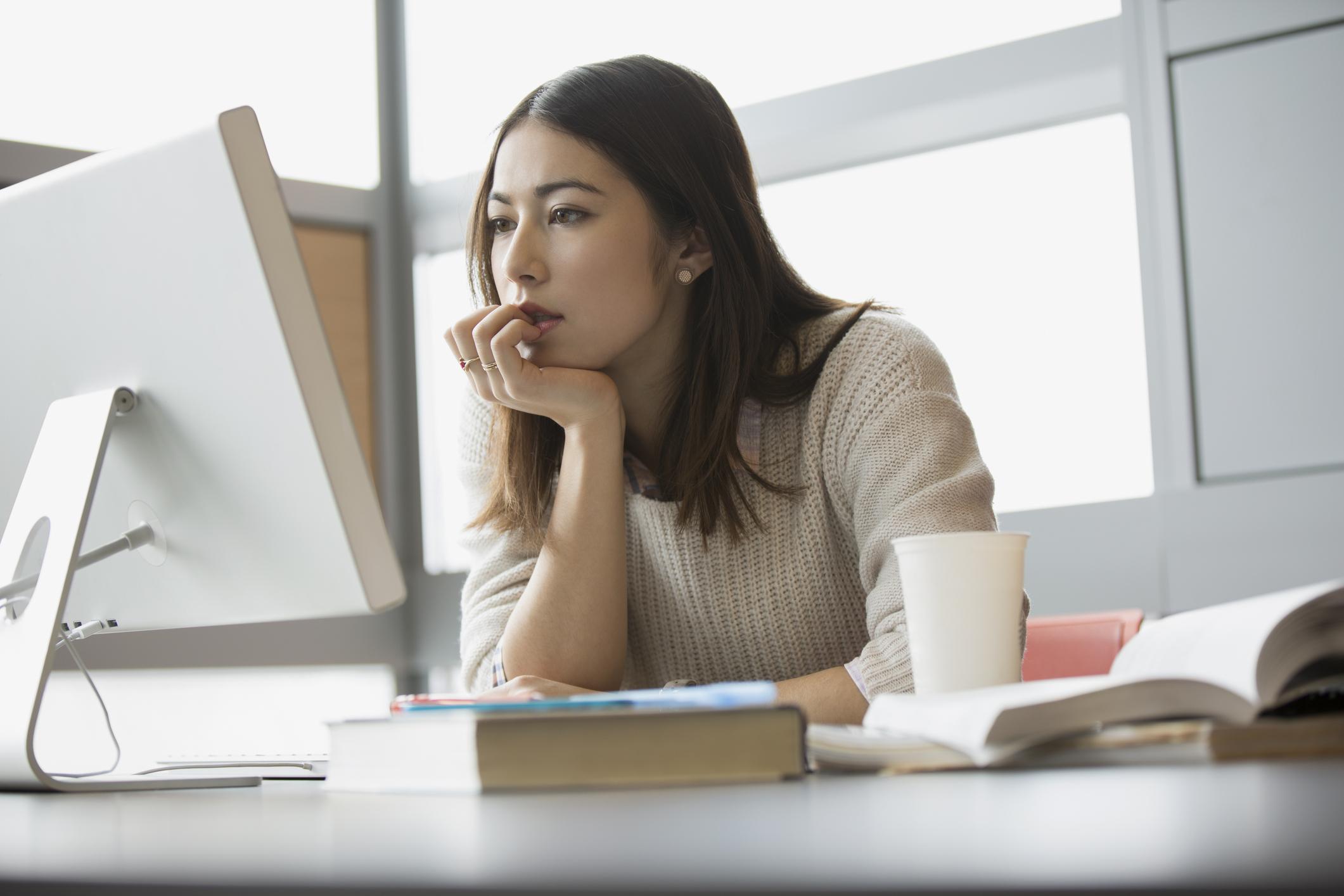 Sebelum memutuskan, pastikan kamu mengetahui perbedaan IELTS dan TOEFL terlebih dahulu - Edu2Review