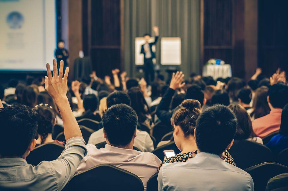 Como um palestrante empresarial pode ajudar sua empresa?