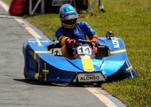 Kart de Fernando Alonso quebrou no final da corrida foto: eduardo valente
